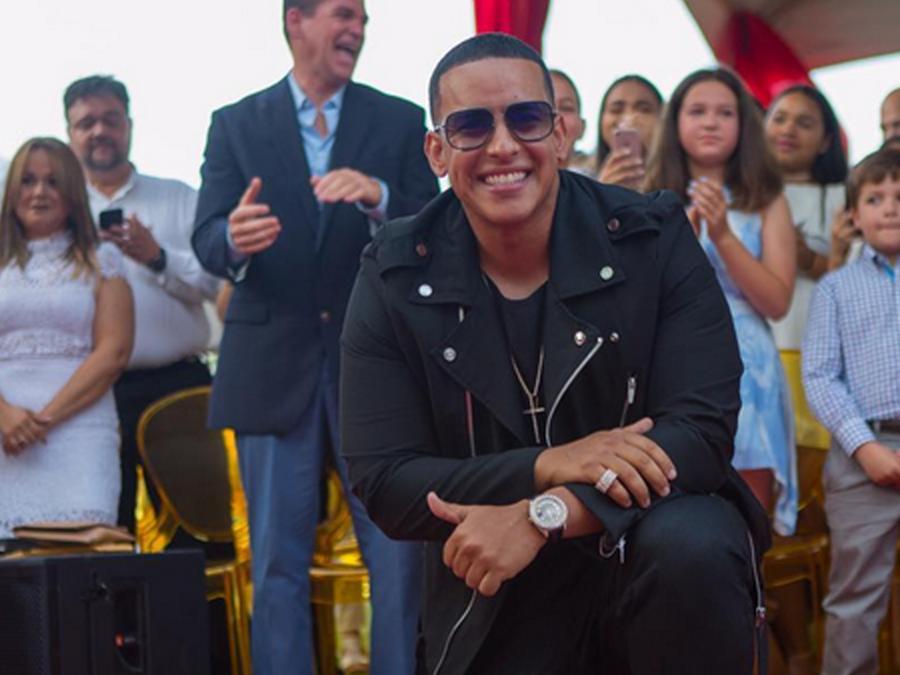 Daddy Yankee recibe estrella en paseo de Puerto Rico