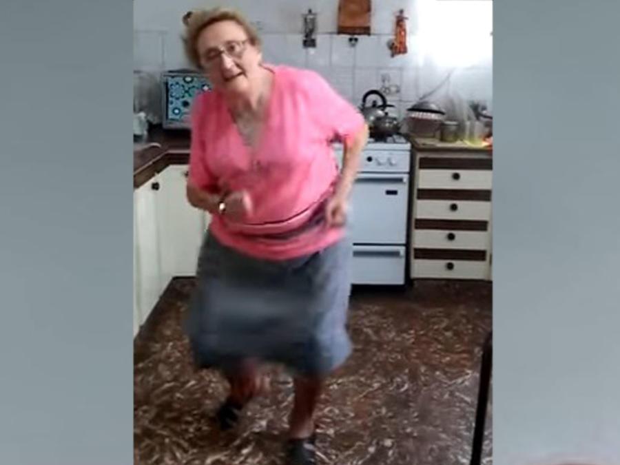 """Clara Cecilia Rossi baila """"La Pollera Amarilla"""" y se vuelve viral"""