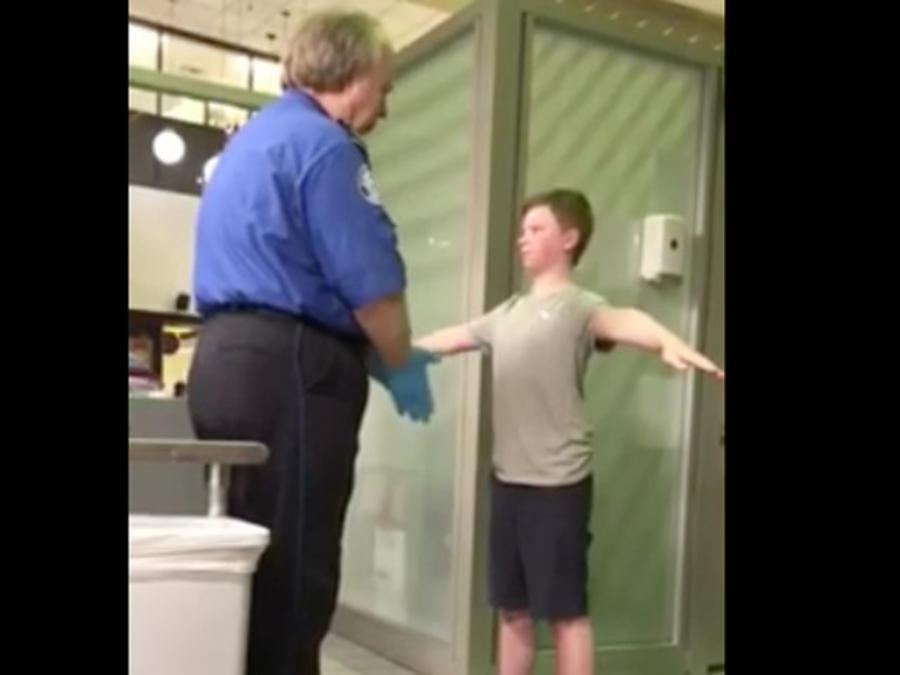 Hijo de Jennifer Williamson, revisado por la TSA en Dallas