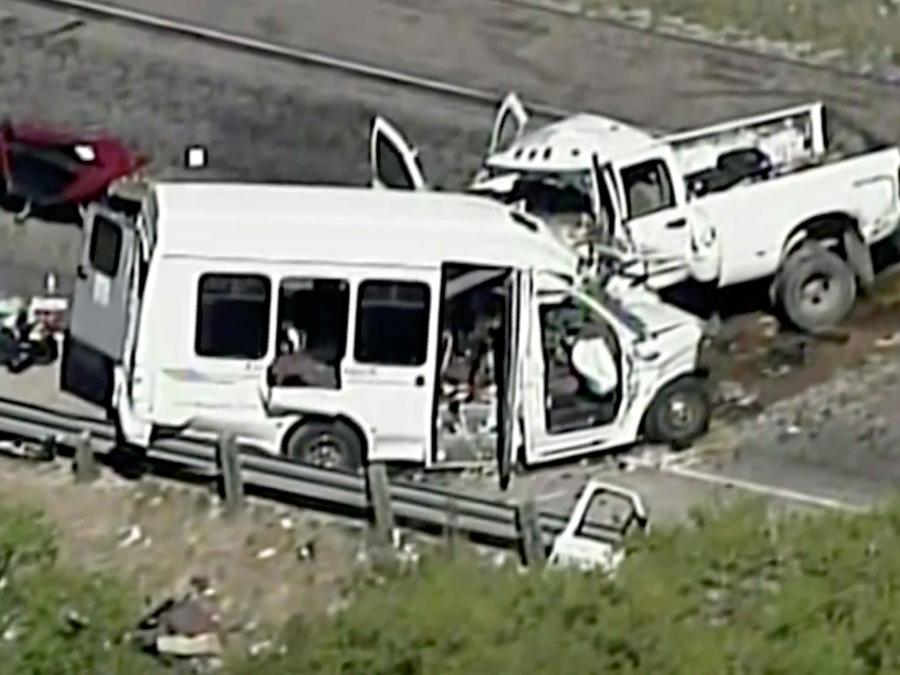 Estado de como quedó la van tras trágico accidente en Texas donde murieron 13 personas