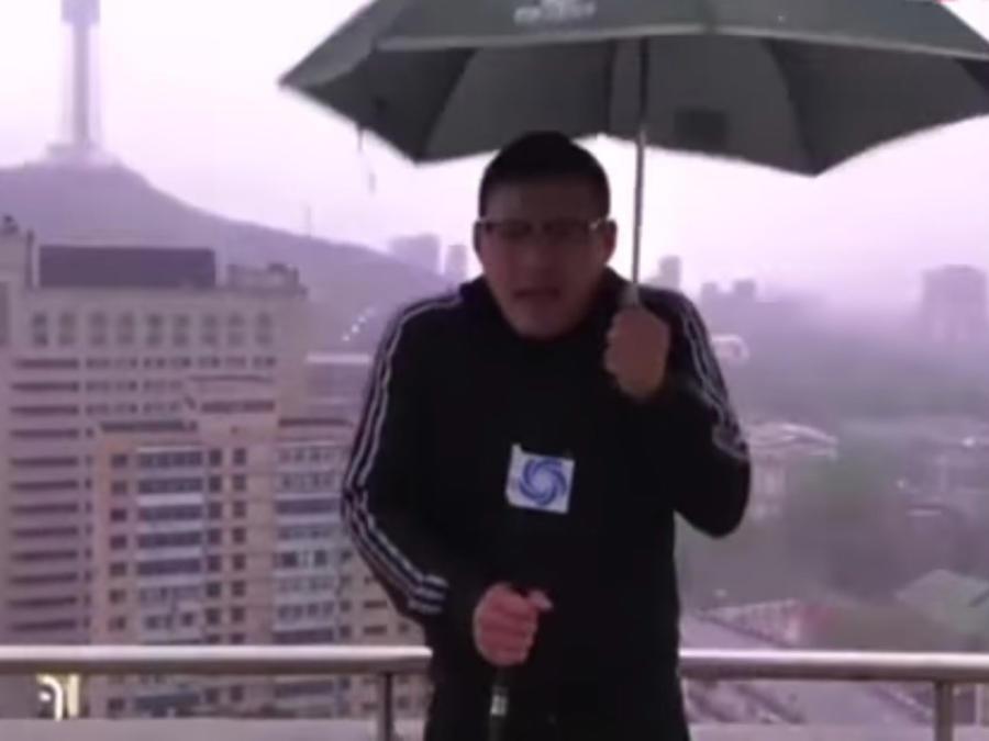 Le cayó un rayo a un reportero