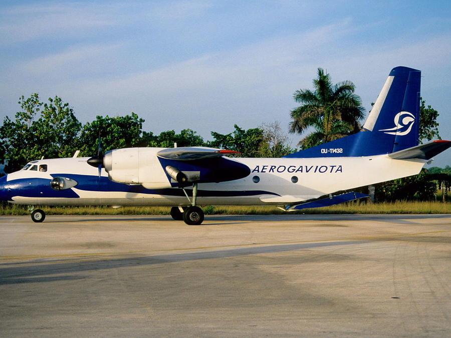 Avión Antonov-26 de la compañía Aerogaviota