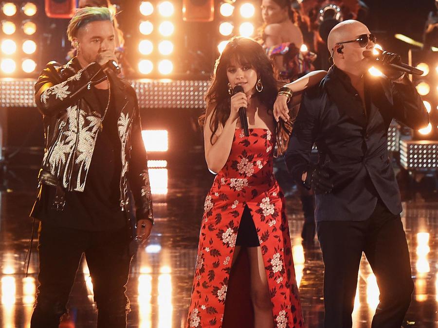 Camila Cabello, J Balvin y Pitbull en los MTV 2017