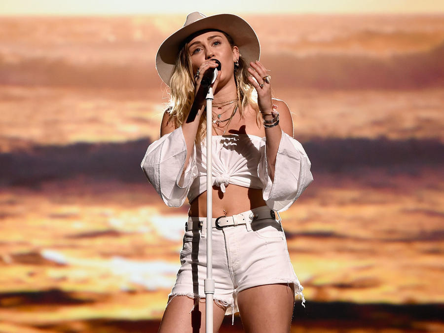 Miley Cyrus lloró en los Billboard Music Awards 2017