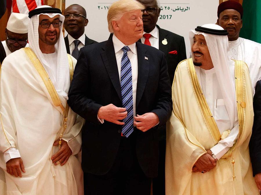 El president Donald Trump con el rey saudí Salman y líderes en la Cumbre Árabe Islámica y Estadounidense en Riad el 21 de mayo del 2017