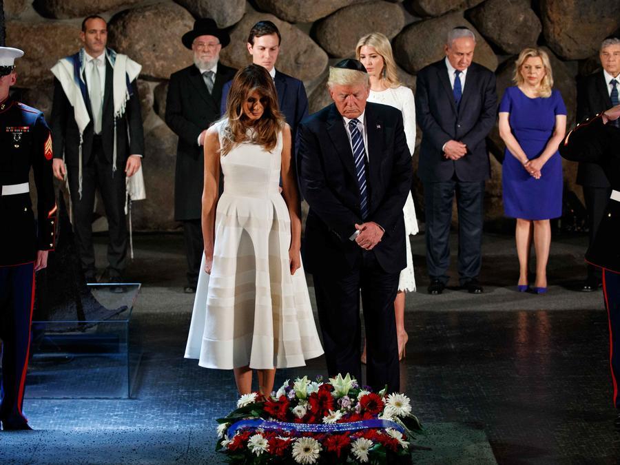 El presidente Trump junto con Melania hacen una ofrenda floral por las víctimas del Holocausto en Jerusalén