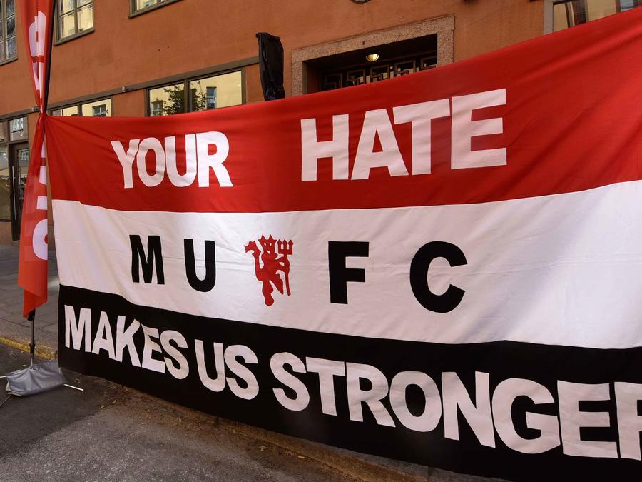 Cartel en repudio a atentado de Manchester