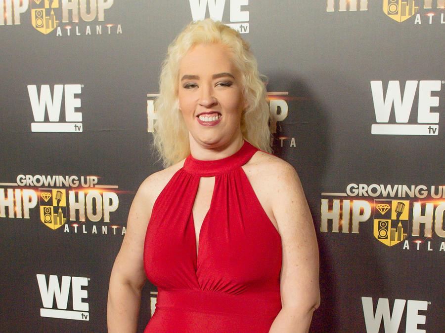 """Mama June en la alfombra roja de """"Growing Up Hip Hop Atlanta"""""""