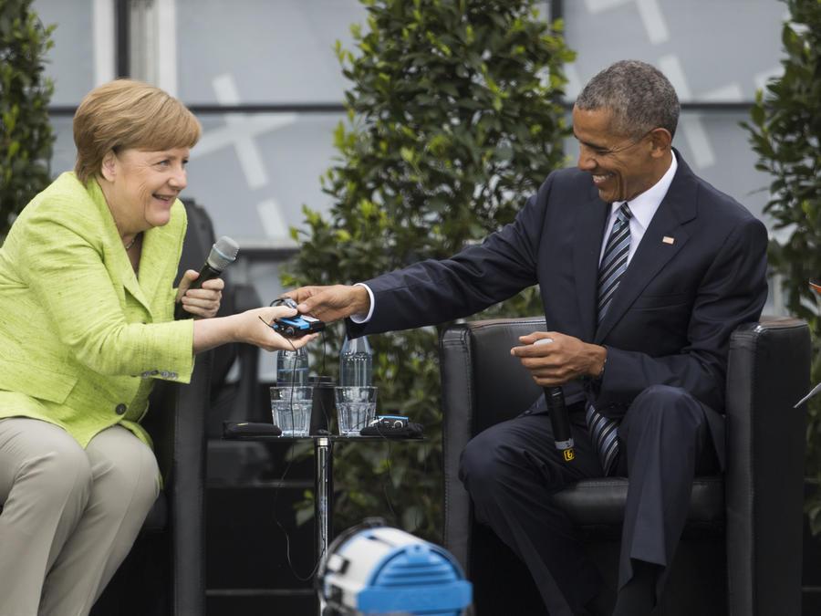 El ex presidente Barack Obama con la canciller de Alemania, Angela Merkel, el 25 de mayo del 2017 en Berlín