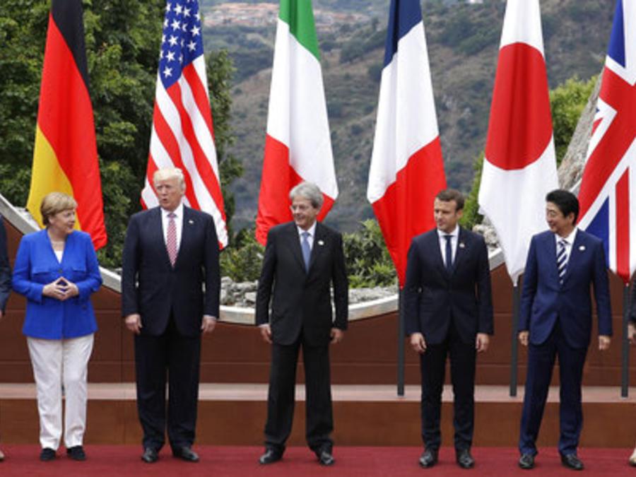 Los líderes del G7 posan para la foto de familia de la cumbre en Taormina, Italia.