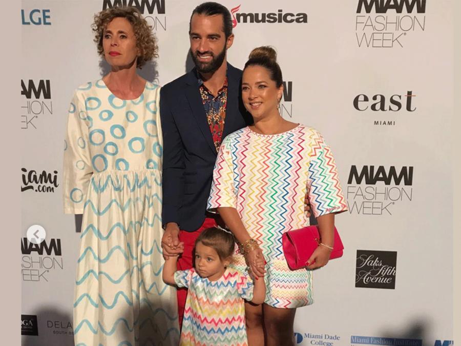 Adamari López junto a la diseñadora Agatha Ruiz de la Prada, Toni Costa y su hija Alaïa