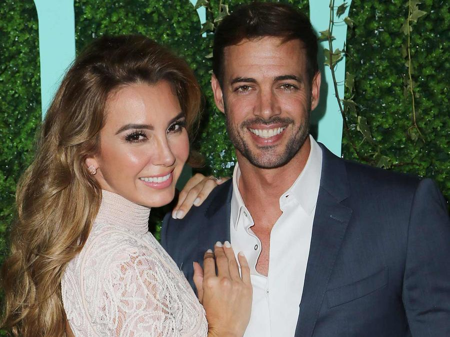William Levy y Elizabeth Gutiérrez posando