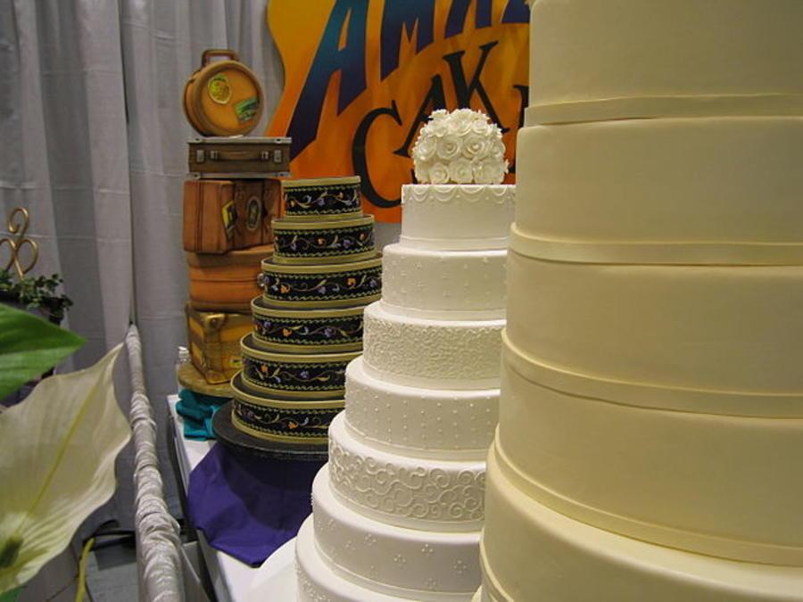 Muestra de tortas de boda en la Feria de Bodas de Seattle. Foto de archivo