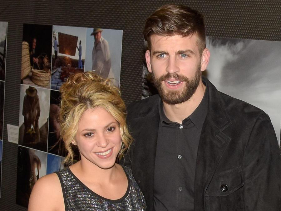 Shakira y Piqué sonriendo
