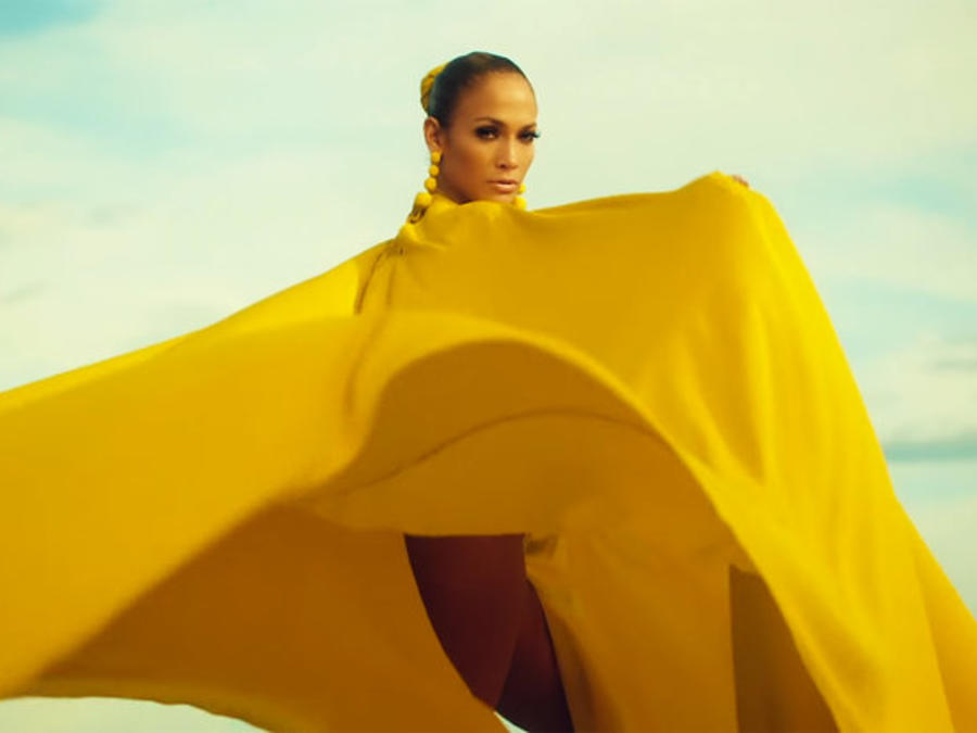 Jennifer Lopez en su video Ni Tu Ni Yo