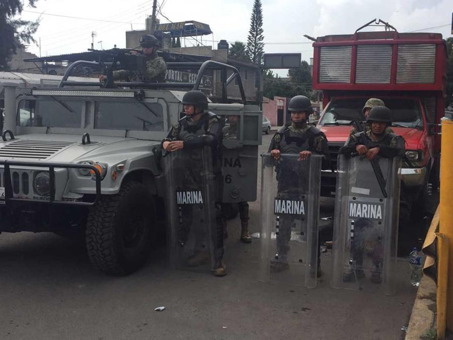 Militares mexicanos durante un operativo en el que murió alias 'El ojos', presunto líder de una pandilla de distribuidores de drogas, junto a otras siete personas
