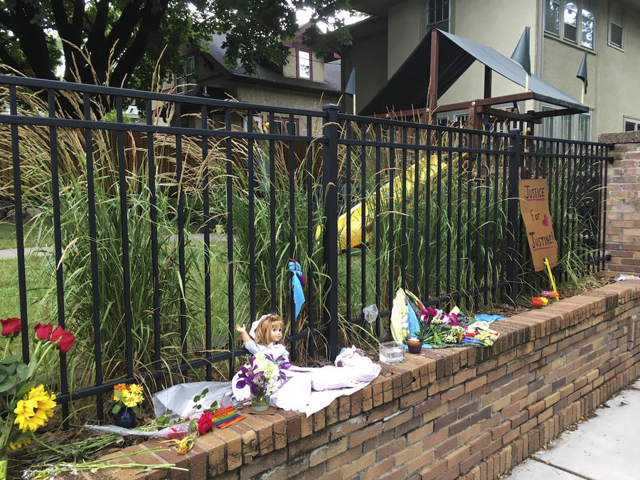 Memorial en el lugar de la muerte de Justine Damond en Minneapolis.