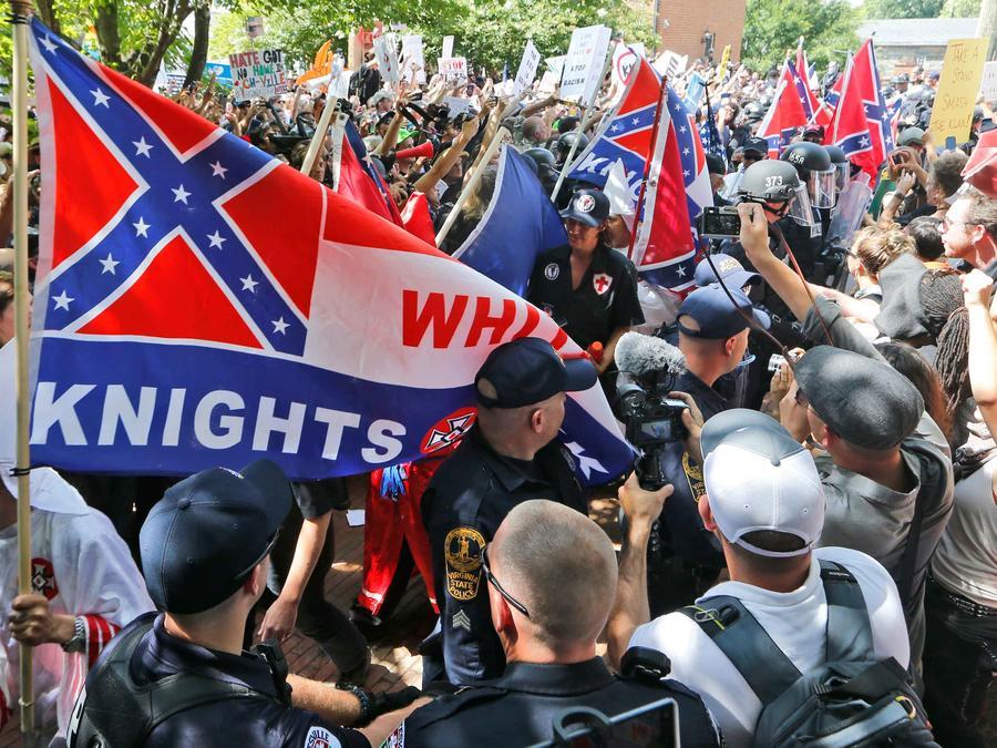 Marchas de blancos en Charlotteville, Virginia. Imagen de archivo