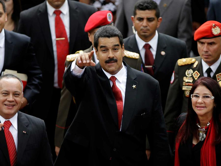 El presidente de la Asamblea Constituyente, Diosdado Cabello, el presidente venezolano Nicolás Maduro y su esposa Cilia Flores
