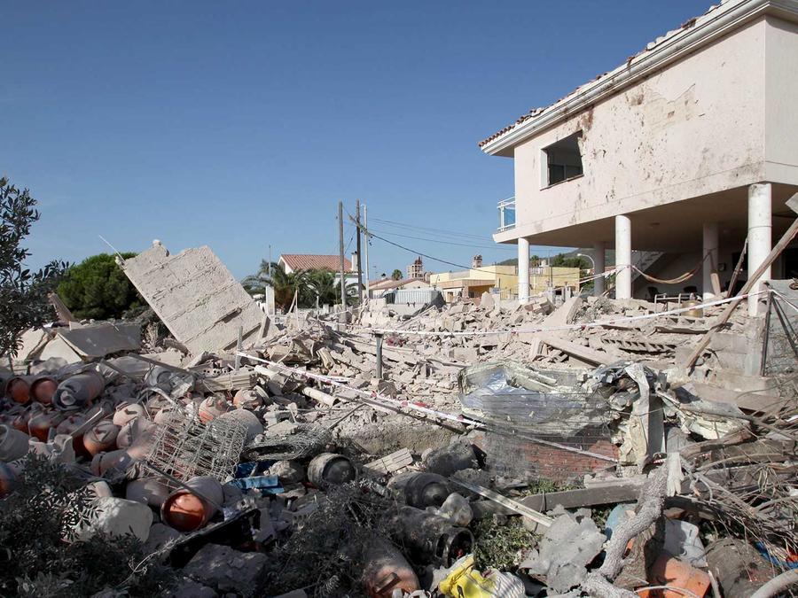 Estado en el que quedó una casa de Alcanar (Tarragona) tras una explosión , que autoridades españolas han vinculado al atentando terrorista cometido en la Rambla de Barcelona.