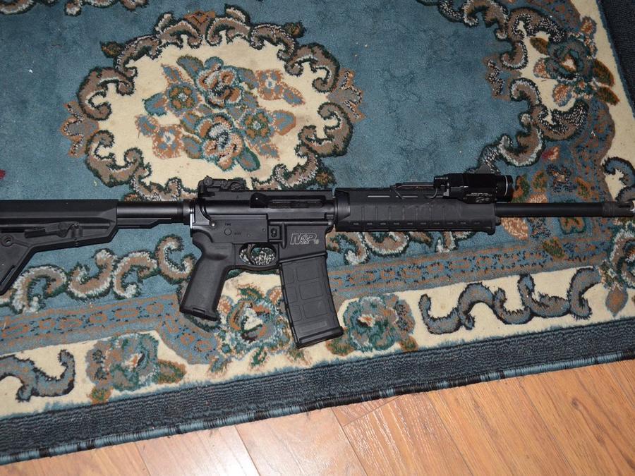 Rifle que usó el acusado de matar a dos policías en Florida