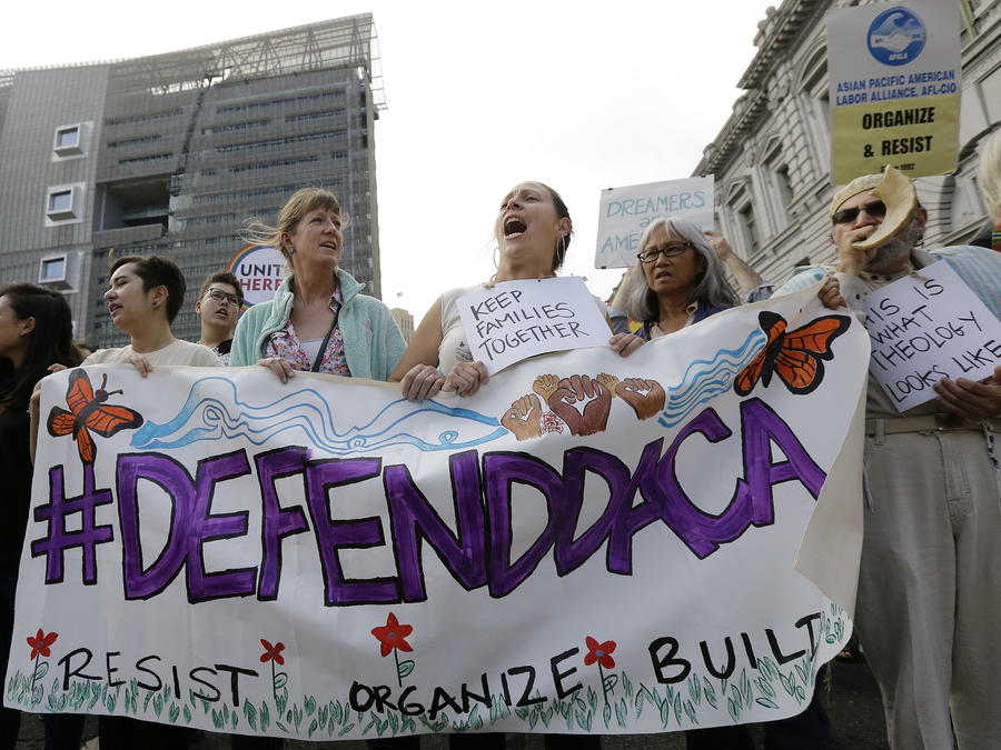 Partidarios de DACA protestan contra la eliminación del programa