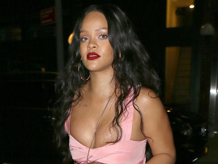 Rihanna casi dejó al descubierto sus boobs