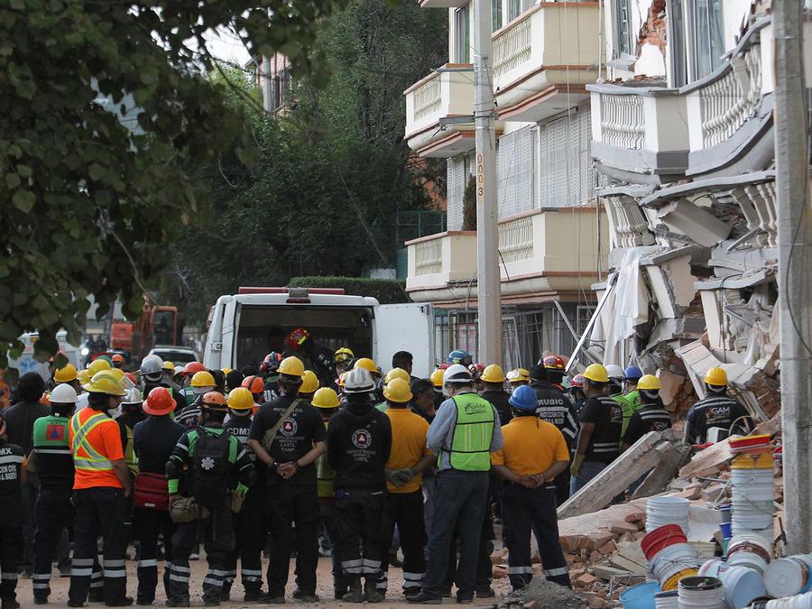 Suben a 230 la cifra preliminar de fallecidos por el terremoto en México