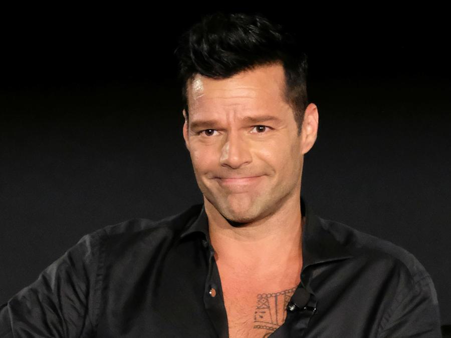 Ricky Martin haciendo muecas