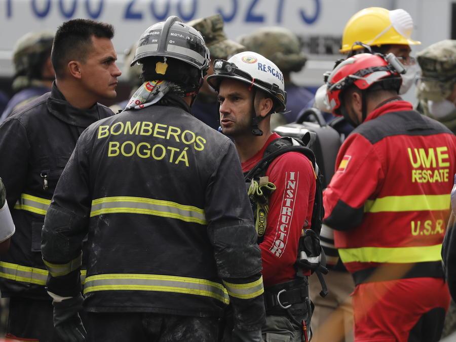 Brigadas de rescate de España y Colombia continúan con las labores de búsqueda bajo los escombros el lunes 25 de septiembre de 2017, en el edificio colapsado de la avenida Álvaro Obregón de Ciudad de México (México).