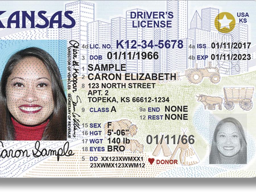 Imagen de una licencia de conducir nueva del estado de Kansas.