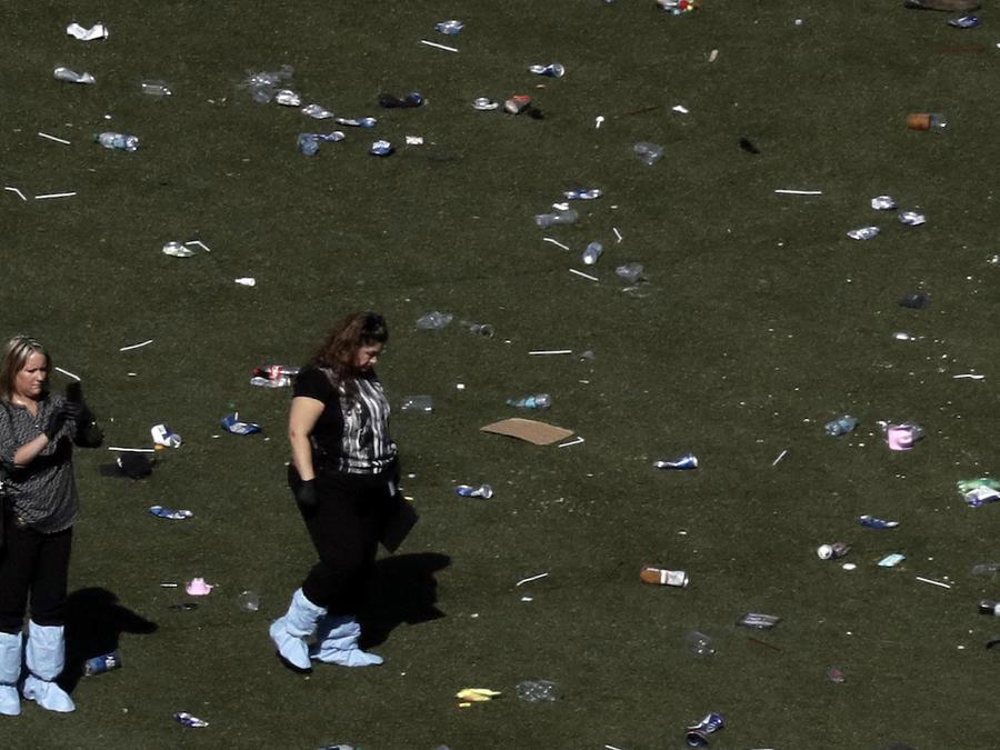 Investigadores en el lugar de la matanza de Las Vegas, el pasado martes.