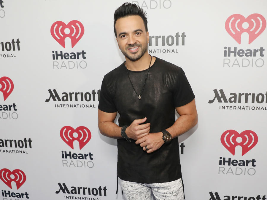 Luis Fonsi iHeartRadio Fiesta Latina - Red Carpet