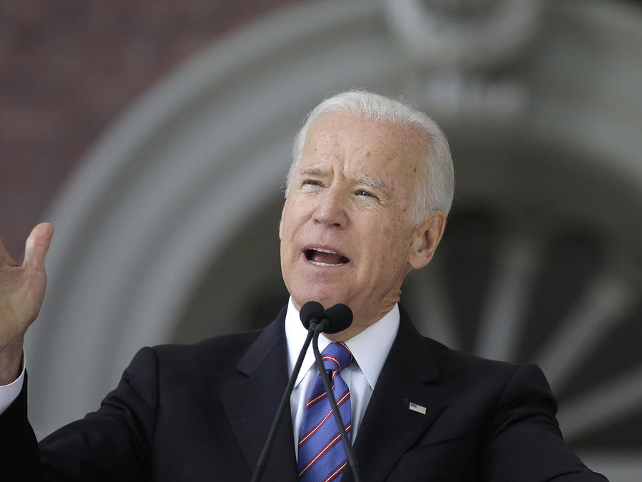 El ex vicepresidente Joe Biden durante un discurso en la Universidad de Harvard en Cambridge, Massachusetts.