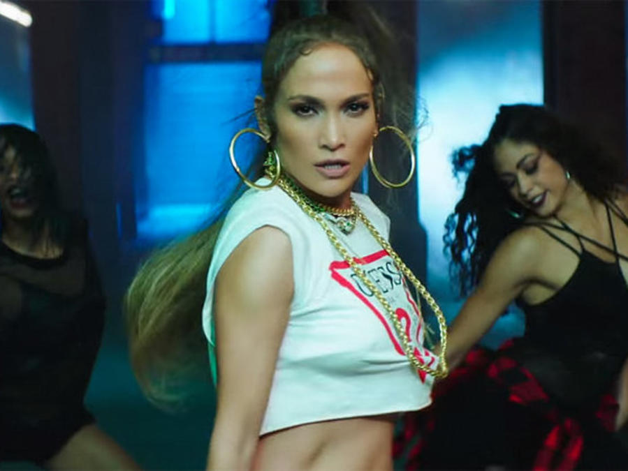 Jennifer Lopez en el video 'Amor, Amor, Amor'