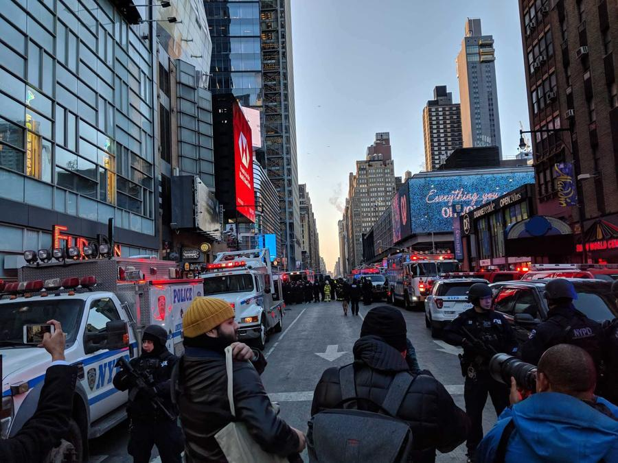 La Policía de Nueva York confirmó hoy, lunes 11 de diciembre de 2017, una explosión en la calle 42 con la Octava Avenida. La zona ha sido acordonada.