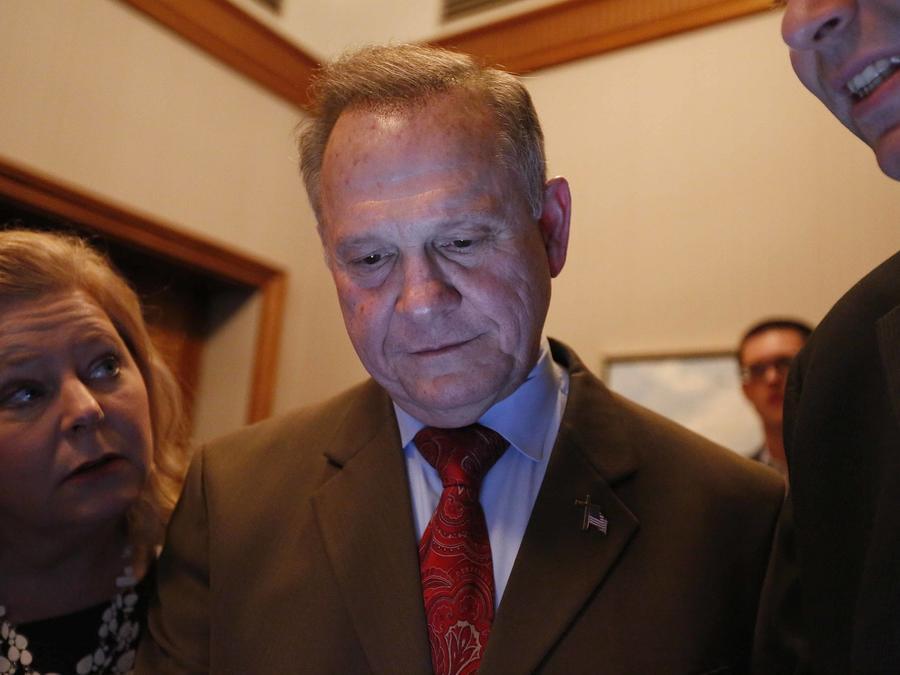 El republicano Roy moore analiza los resultados de las elecciones en Alabama.