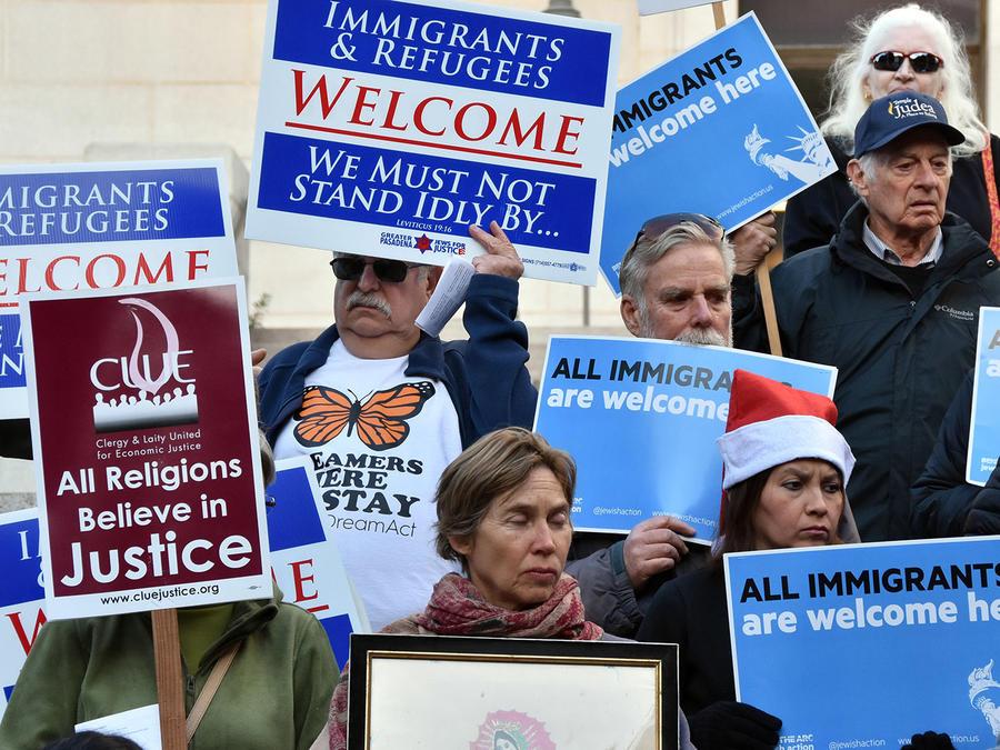 California mantiene un pulso a Trump al ejercer de santuario para inmigrantes