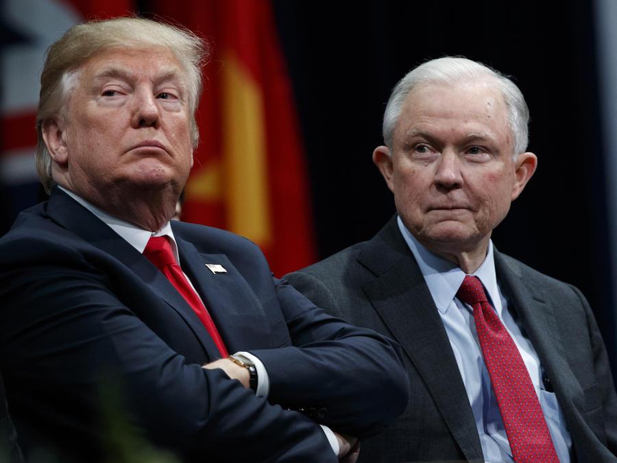 Donald Trump (izquierda) y Jeff Sessions durante un acto el pasado diciembre.