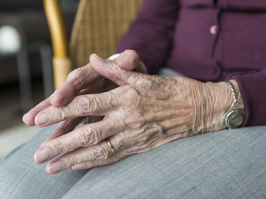 manos de anciana