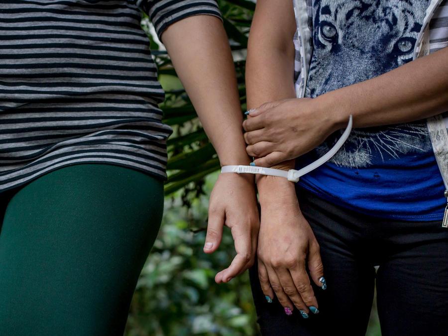 Detención por parte de las autoridades en El Salvador