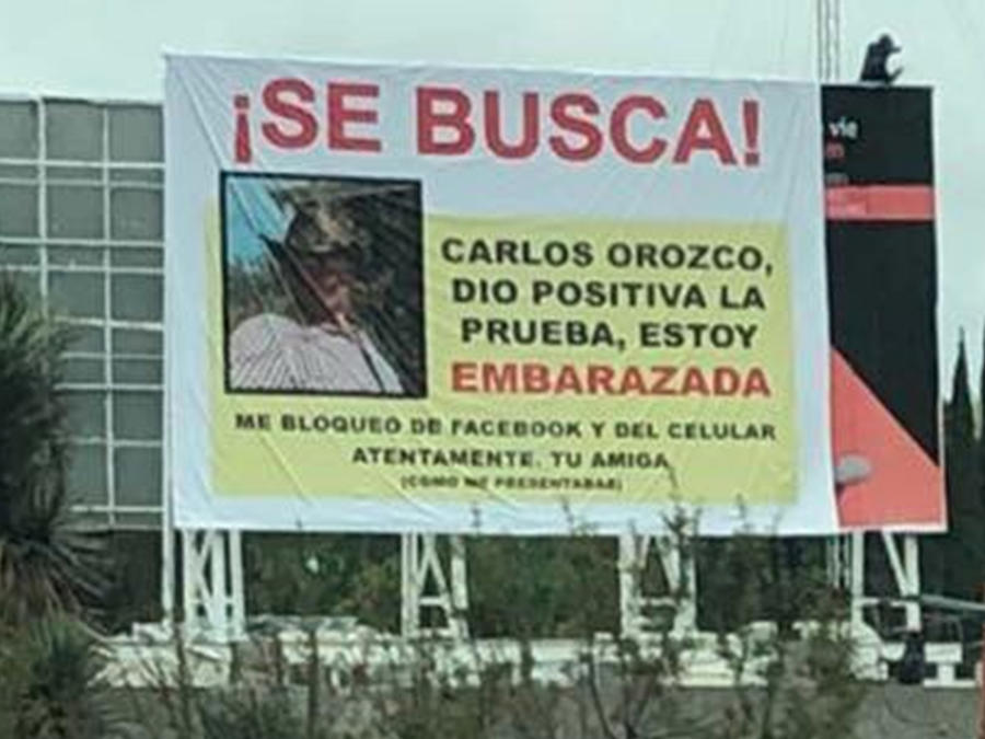 Con letrero anuncian la búsqueda de Carlos Orozco