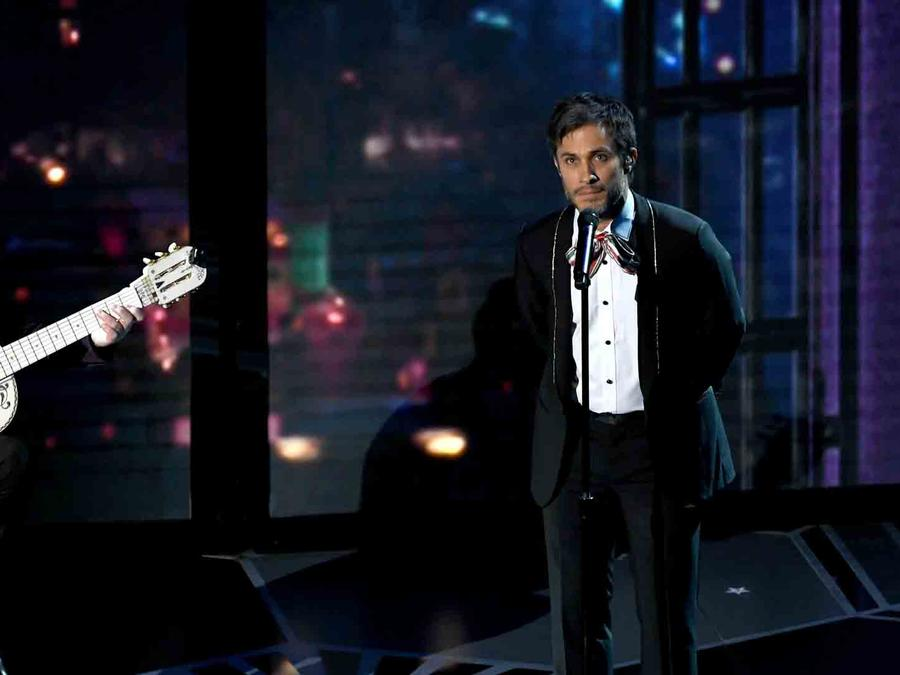 """Gael Garcia Bernal performing the soundtrack for """"Coco"""" at the Oscars"""