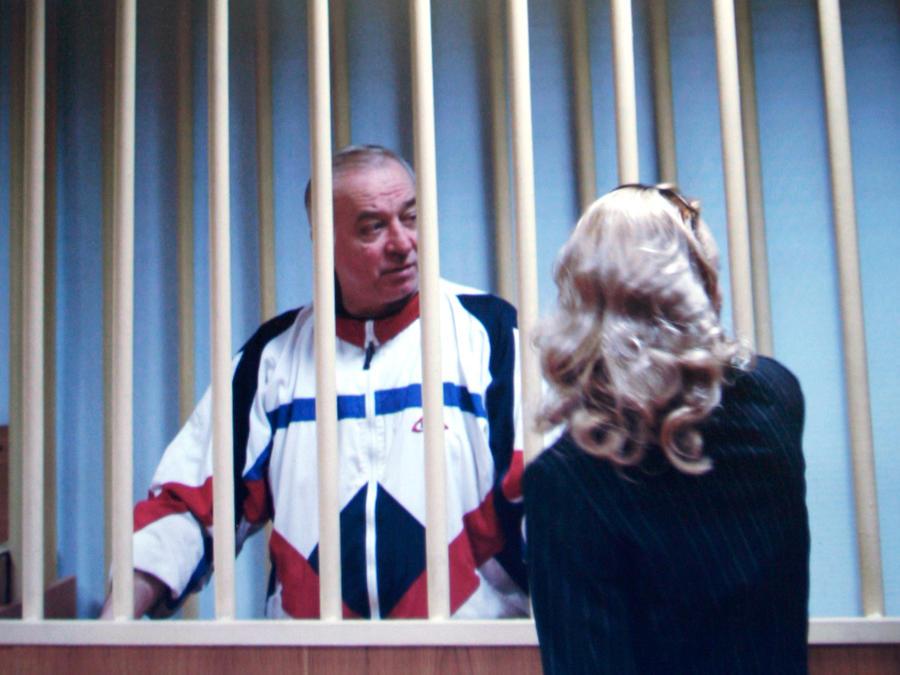 Sergei Skripal habla con su abogado en 2016 en un juzgado de Londres.