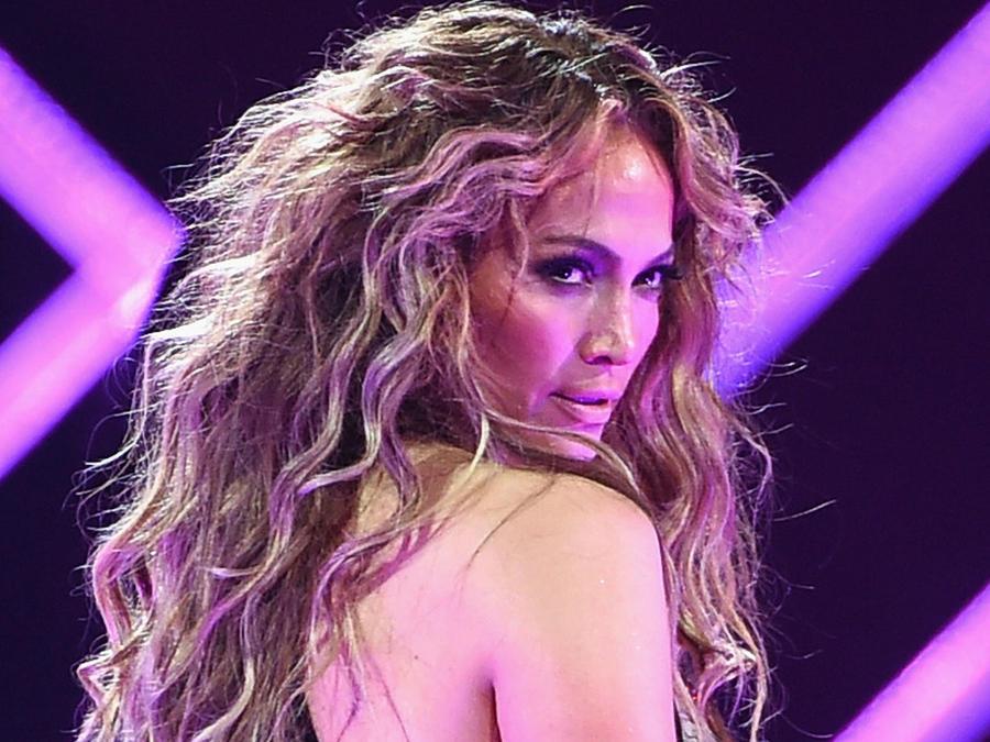 Jennifer Lopez dejó ver sus pezones