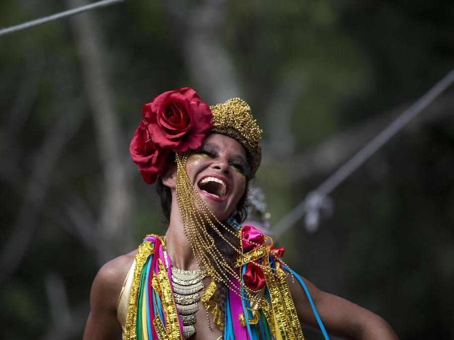Una mujer ríe durante el carnaval en Río de Janeiro, el 10 de febrero.