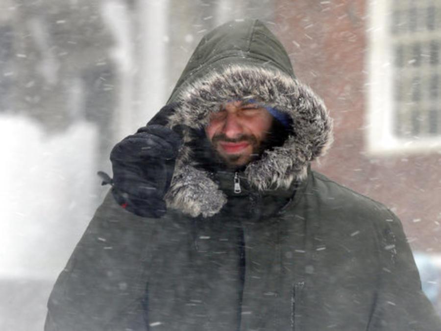 Un hombre camina en medio de una tormenta de nieve el pasado 13 de marzo en Boston.