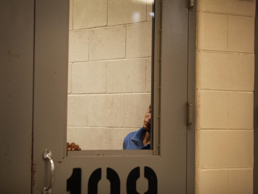 Inmigrantes detenidos en un puesto de la Patrulla Fronteriza en McAllen, en una imagen de archivo.