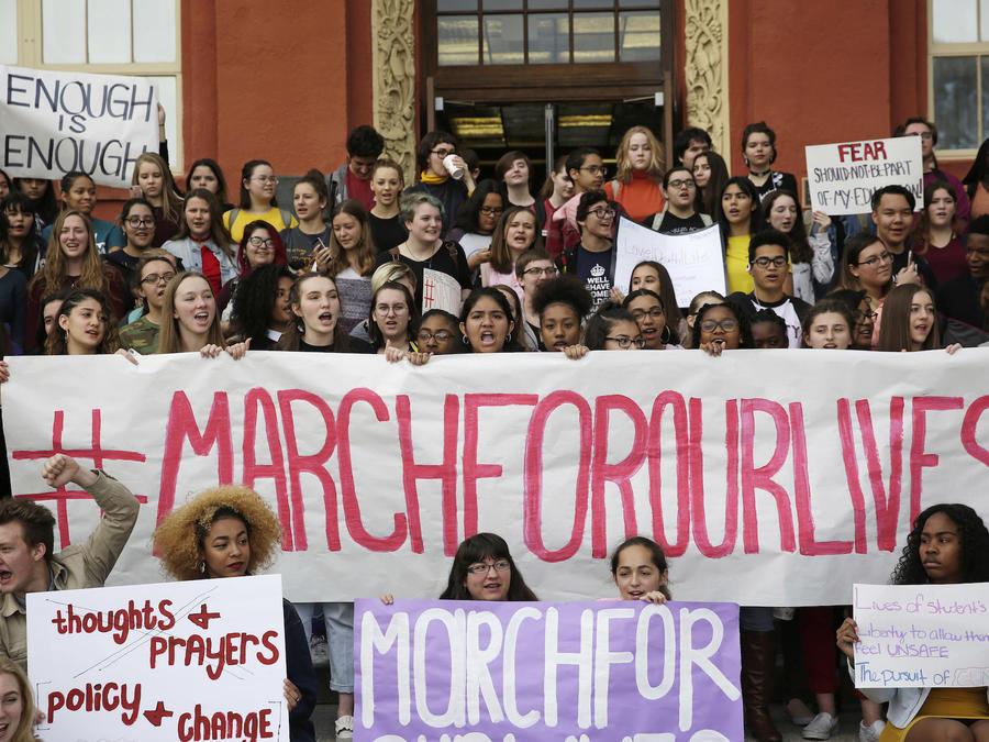 """Una protesta de estudiantes anuncia la """"Marcha por nuestras vidas,"""" en Las Vegas, Nevada, el 14 de marzo 2014."""