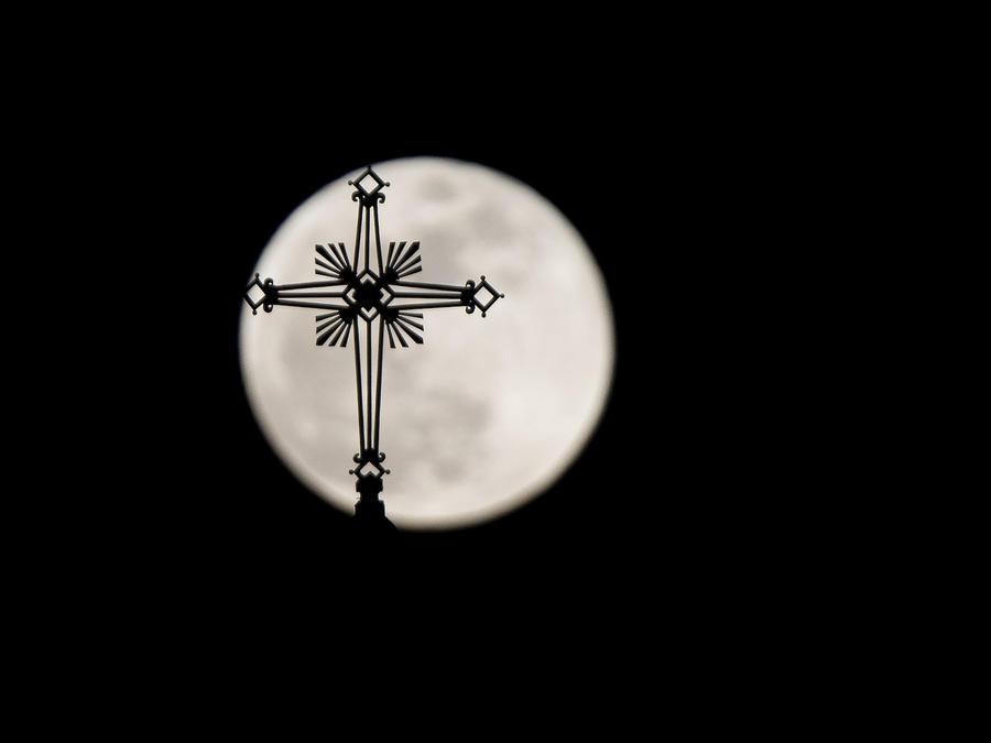 Imagen de archivo de la Luna Azul el pasado 31 de enero en una iglesia europea.